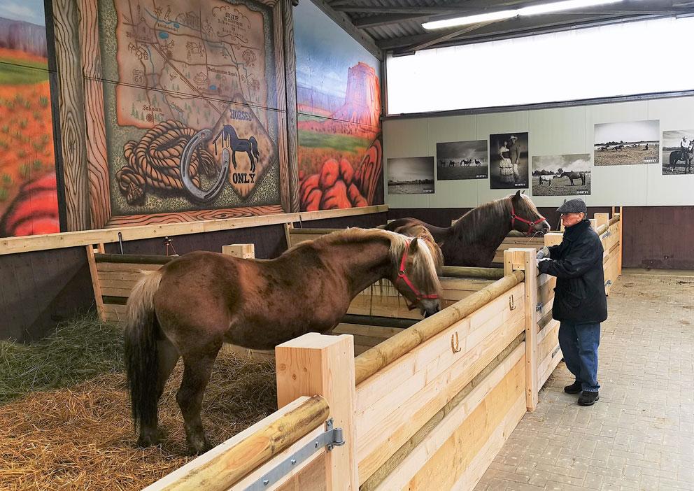 Zirkusdirektor Giovanni Althoff nimmt Abschied von seinen letzten Pferden. Das Ende einer Ära...